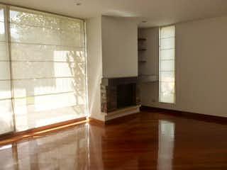 Una vista de una sala de estar con una ventana en Casa en venta Ubicada en del Monte
