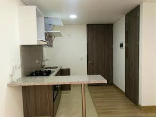 Un cuarto de baño con lavabo y un espejo en Ubicado en las Aguas, Apartamento en venta en La Candelaria de 1 hab.