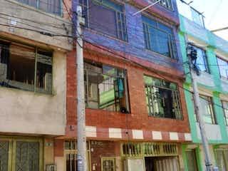 Un edificio de ladrillo rojo con un edificio de ladrillo rojo en Casa en venta en Estrella Del Norte de 260m²