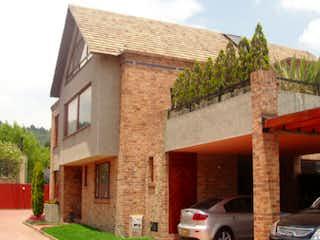 Un edificio de ladrillo con un reloj en el lado en Casa en venta en Hacienda San Simón, 807m² con Jardín...