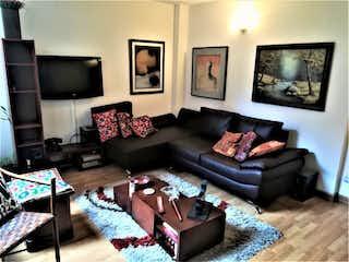 Una sala de estar llena de muebles y una televisión de pantalla plana en Venta de Apartamento, Ubicado en Santa Paula