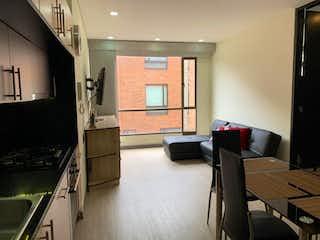 Una sala de estar llena de muebles y una televisión de pantalla plana en Venta de apartamento, ubicado en Chico Norte