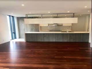 Un cuarto de baño con lavabo y un espejo en Apartamento en venta en El Lago, 102m² con Gimnasio...