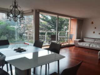 Una sala de estar llena de muebles y una mesa en Apartamento en venta en Bosque Medina de 138m² con Gimnasio...