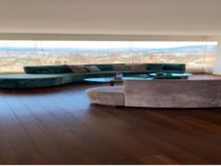 Una sala de estar llena de muebles y una televisión de pantalla plana en Apartamento en venta en El Lago de 3 hab. con Jardín...