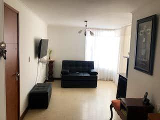Una sala de estar llena de muebles y una televisión de pantalla plana en Se Vende Apartamento en Laureles, Medellin