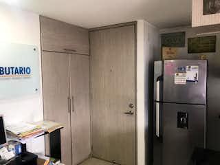 Un refrigerador congelador sentado dentro de una cocina en Apartamento en venta en Virgen Del Carmen de 3 habitaciones