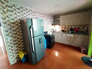 Una cocina con nevera y una estufa en Casa en Venta SAN PIO X