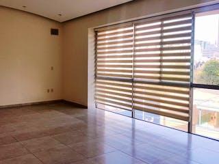 Un baño que tiene una ventana en él en Bonito y Amplio Ph con Terraza en Lomas de Chapultepec