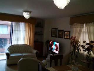 Una sala de estar llena de muebles y una televisión de pantalla plana en ED. NUEVO PORTAL