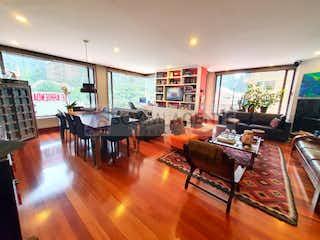 Una sala de estar llena de muebles y una televisión de pantalla plana en Moderno apartamento en El Refugio