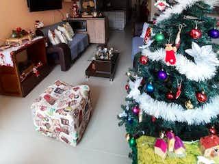 Una sala de estar con un árbol de navidad en ella en Apartamento en venta en Aves María de tres habitaciones