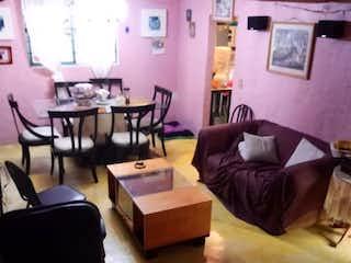 Casa 169m2 en 3 niveles (para remodelar), 5 habitaciones, 1.5 baños, 1 cajón.
