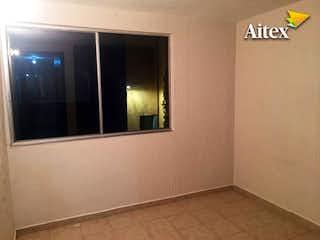 Un cuarto de baño con lavabo y un espejo en Cómodo Departamento en Venta en la Colonia Anahuac