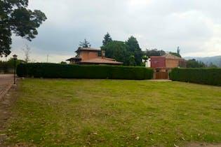 Lote En Venta En Chia Cerca De Piedra, cuenta con lago, cancha de tenis entre otras comodidades.