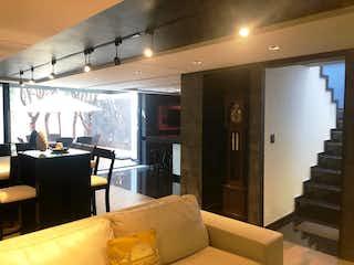 Una sala de estar llena de muebles y una ventana en Casa en Venta   en Valle Escondido