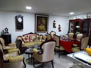 Una sala de estar llena de muebles y una televisión de pantalla plana en Apartamento venta Itagüí, Antioquia