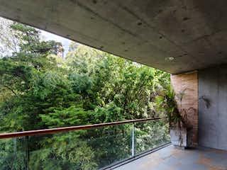 Una vista desde la ventana de un edificio en Apartamento en venta en El Tesoro de 3 alcobas