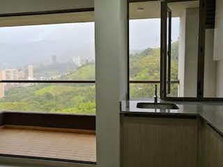 Un cuarto de baño con dos lavabos y una gran ventana en Apartamento en Venta en Sabaneta, Antioquia