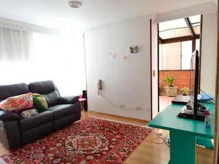 Una sala de estar llena de muebles y una alfombra en #1000 🟢 OPORTUNIDAD APTO EN SANTA BARBARA OCCIDENTAL CON TERRAZA