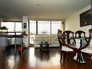 Una sala de estar llena de muebles y una mesa en VENDO APTO EN NORMANDA