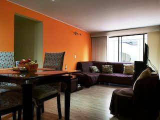 Una sala de estar llena de muebles y una televisión de pantalla plana en VENDO APTO EN VICTORIA NORTE 280 MM
