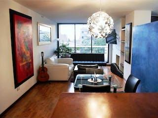 Una sala de estar llena de muebles y una televisión de pantalla plana en Apartamento en venta en Chapinero Alto de 2 hab. con Balcón...