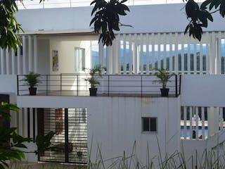Una vista de un edificio con una planta en maceta en Espectacular Finca En Anapoima, Casa en venta en Casco Urbano Anapoima de 5 hab. con Zonas húmedas...