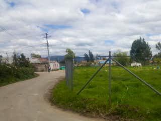Una vista de un campo con un tren en él en Lote En Venta En Chia Vereda Fagua