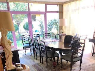 Un grupo de sillas sentadas alrededor de una mesa de madera en Casa Venta San Angel Inn, Blvd Adolfo López Mateos, RCV483355