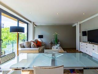 Una sala de estar llena de muebles y una televisión de pantalla plana en Bajío 371