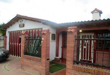Casa En Venta En Chia, con 4 habitaciones cada una con baño.