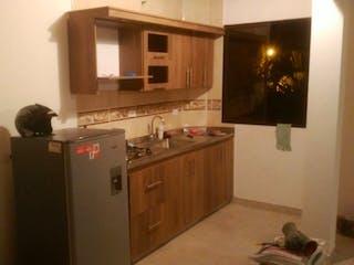 Una cocina con una estufa de refrigerador y armarios en Casa en venta en Niquía de 136m² con Balcón...