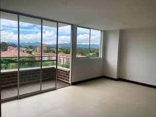 Un baño con una ventana y un balcón en Apartamento en venta en San Antonio De Pereira con acceso a Piscina