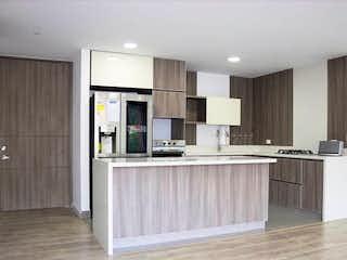 Una cocina con fregadero y nevera en Apartamento en venta en Loma de Las Brujas de tres habitaciones