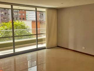 Una ventana que está en un baño en Apartamento en venta en Ciudad del Río de dos habitaciones