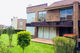 Casa en venta en Cota de 4 hab. con Bbq...