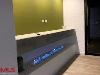 Una televisión de pantalla plana montada en una pared en Villa Serena