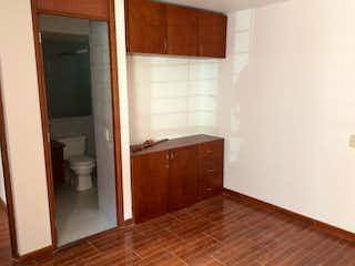 Un cuarto de baño con lavabo y ducha en Apartamento en venta en Ciudadela Colsubsidio de 103m² con Gimnasio...