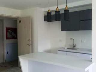 Un cuarto de baño con lavabo y un espejo en Apartamento en venta en Rodeo Alto, 55m² con Bbq...