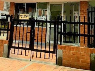 Un gran edificio de ladrillo con una señal en él en Casa En Venta En Bogota Puerta Del Sol