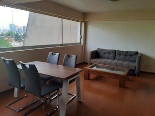 Una sala de estar llena de muebles y una mesa de madera en DEPARTAMENTO VENTA A UNA CUADRA DE LIVERPOOL POLANCO