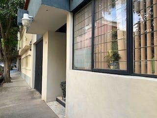 Una vista de un edificio desde el lado de un edificio en Casa en venta en Del Valle de 3 hab.