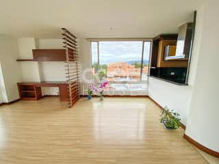 Una sala de estar llena de muebles y una televisión de pantalla plana en Apartamento moderno en venta en La Carolina