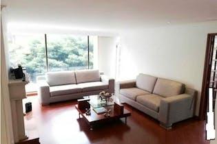 Apartamento en Santa Barbara Central - dos parqueaderos cubiertos, un depósito