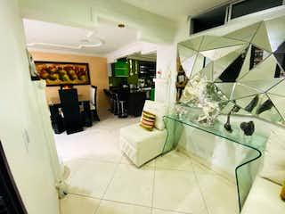 Una habitación que tiene un fregadero en ella en Se Vende Apartamento en los Colores ,Medellin