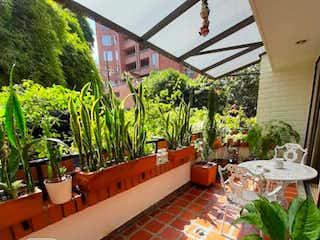 Una imagen de algunas plantas y un edificio en Apartamento en venta, Poblado, La Aguacatala