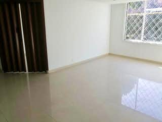 Un cuarto de baño con un inodoro y una ventana en Apartamento En Venta En Bogota Margaritas I