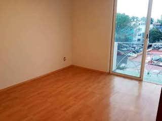 Una puerta de madera en una pequeña habitación en Departamento en venta de 83 mts, En Col. Narvarte de 2 recamaras