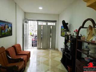 Una sala de estar llena de muebles y una ventana en Casa en venta en Santa Lucía de 62mts